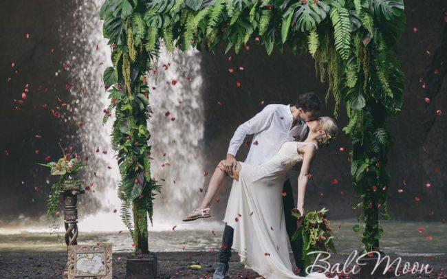 свадьба на водопаде